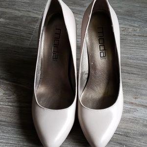 Moda nude heels/size 6